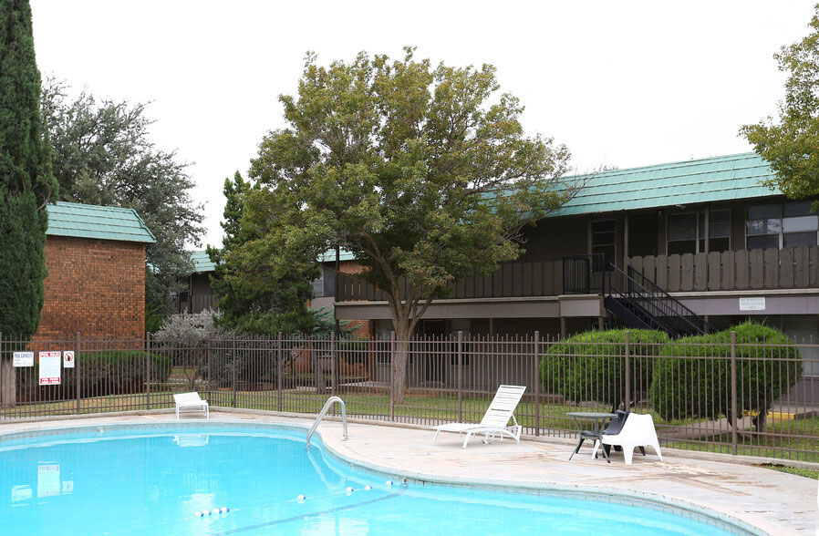 Relaxing Atmosphere at Peppertree Apartments in Odessa, Texas