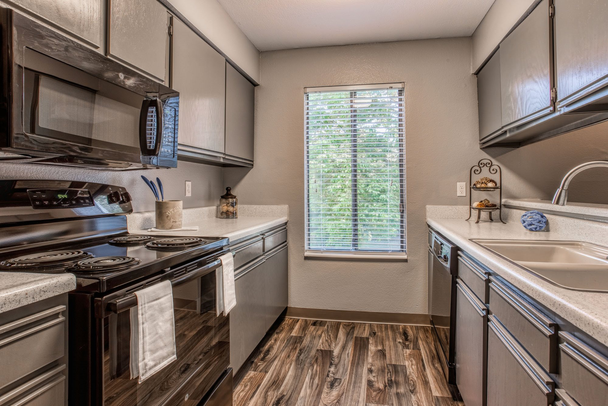 Spacious Kitchen at Perry 81 Apartments in Overland Park, Kansas
