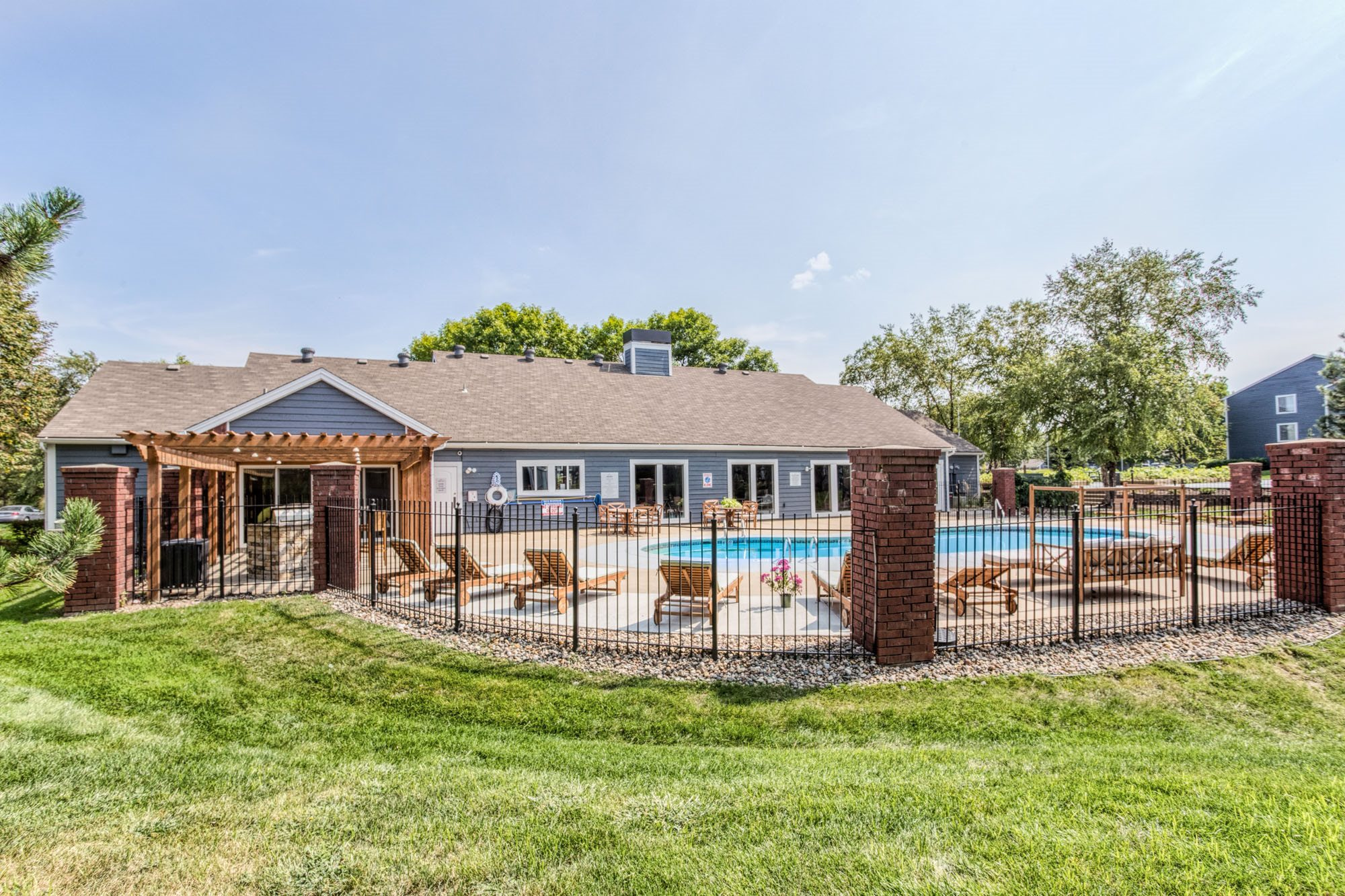 Poolside Wi-Fi at Perry 81 Apartments in Overland Park, Kansas