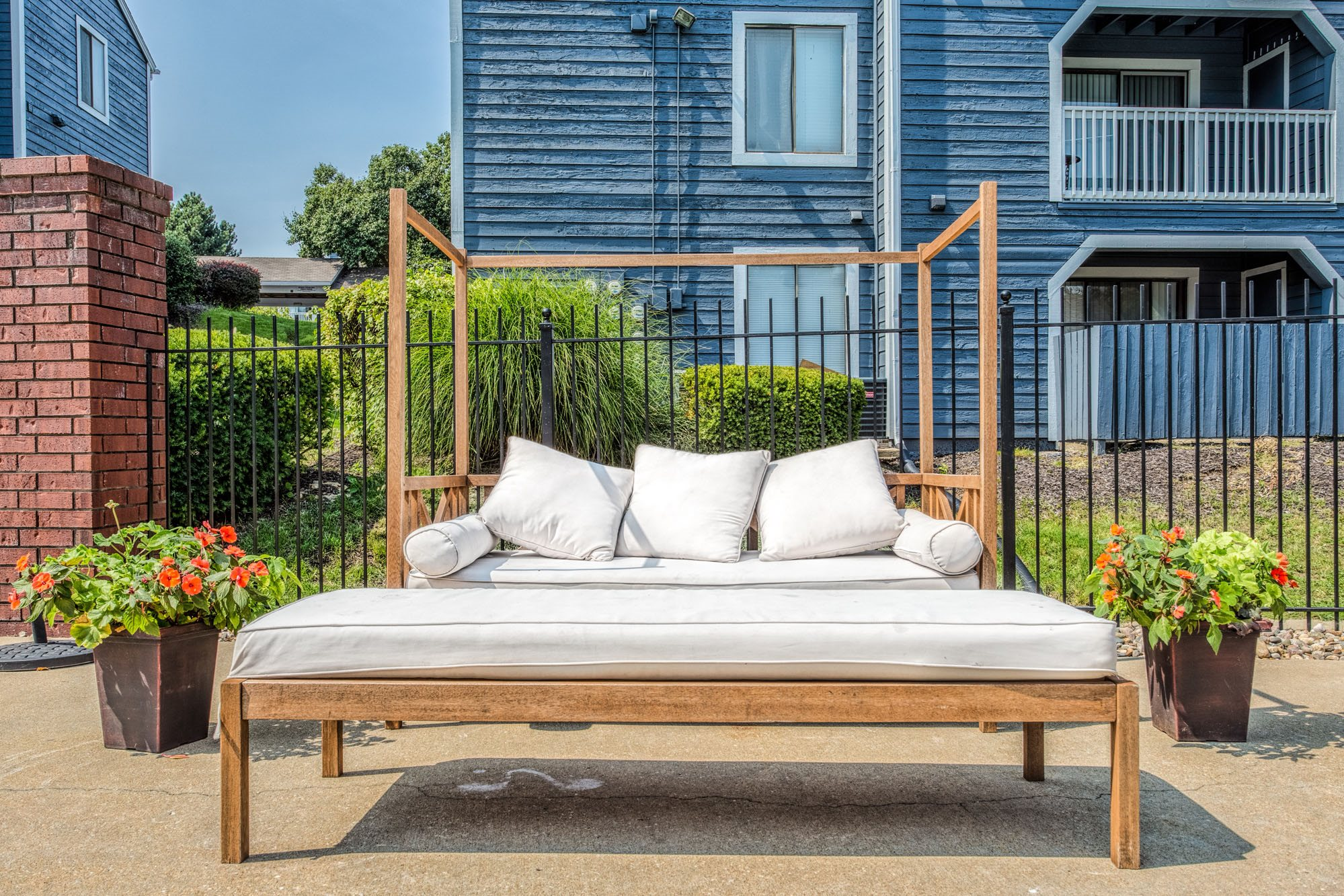 Outdoor Lounge at Perry 81 Apartments in Overland Park, Kansas