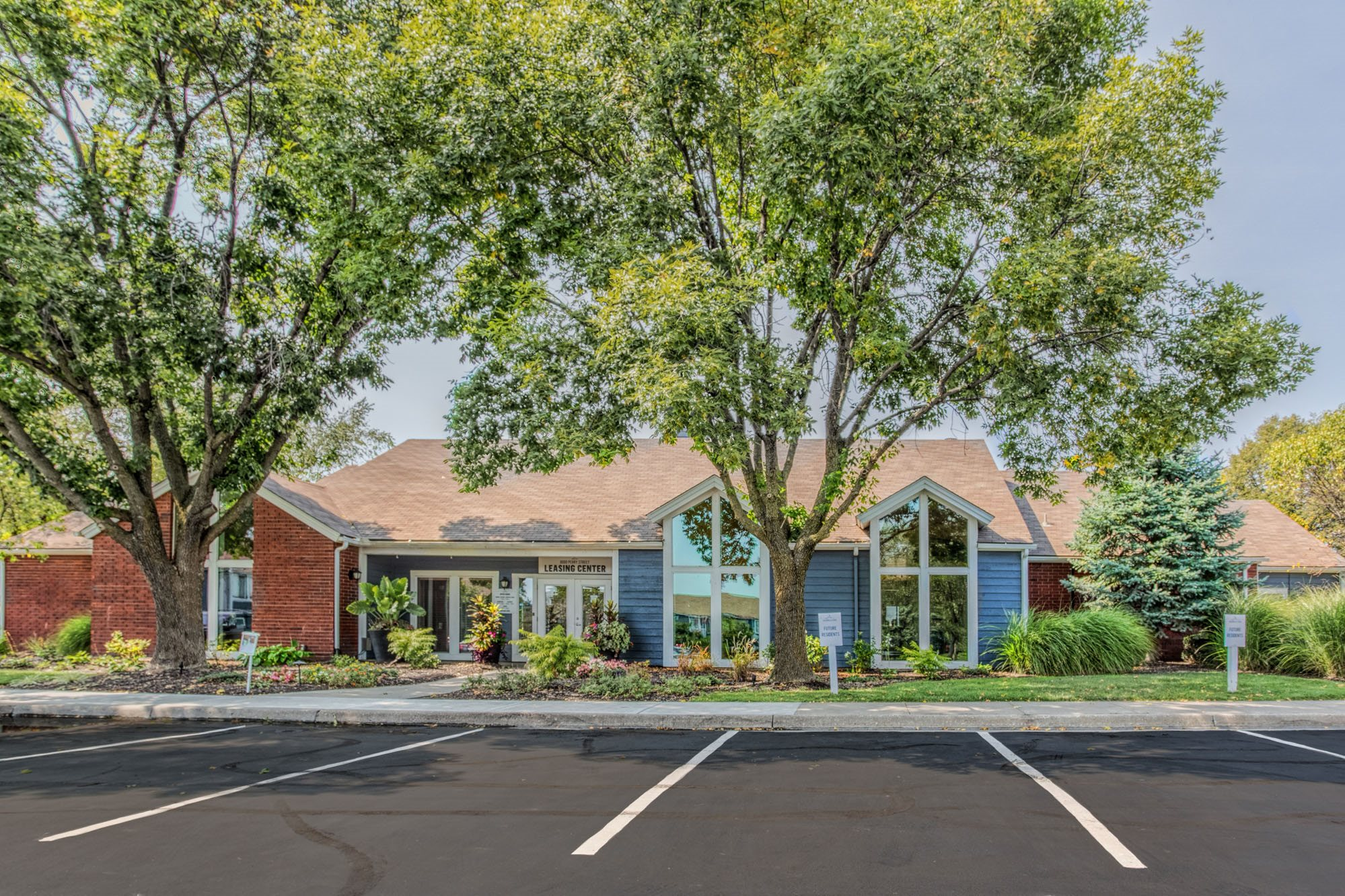 Ample Outdoor Parking at Perry 81 Apartments in Overland Park, Kansas