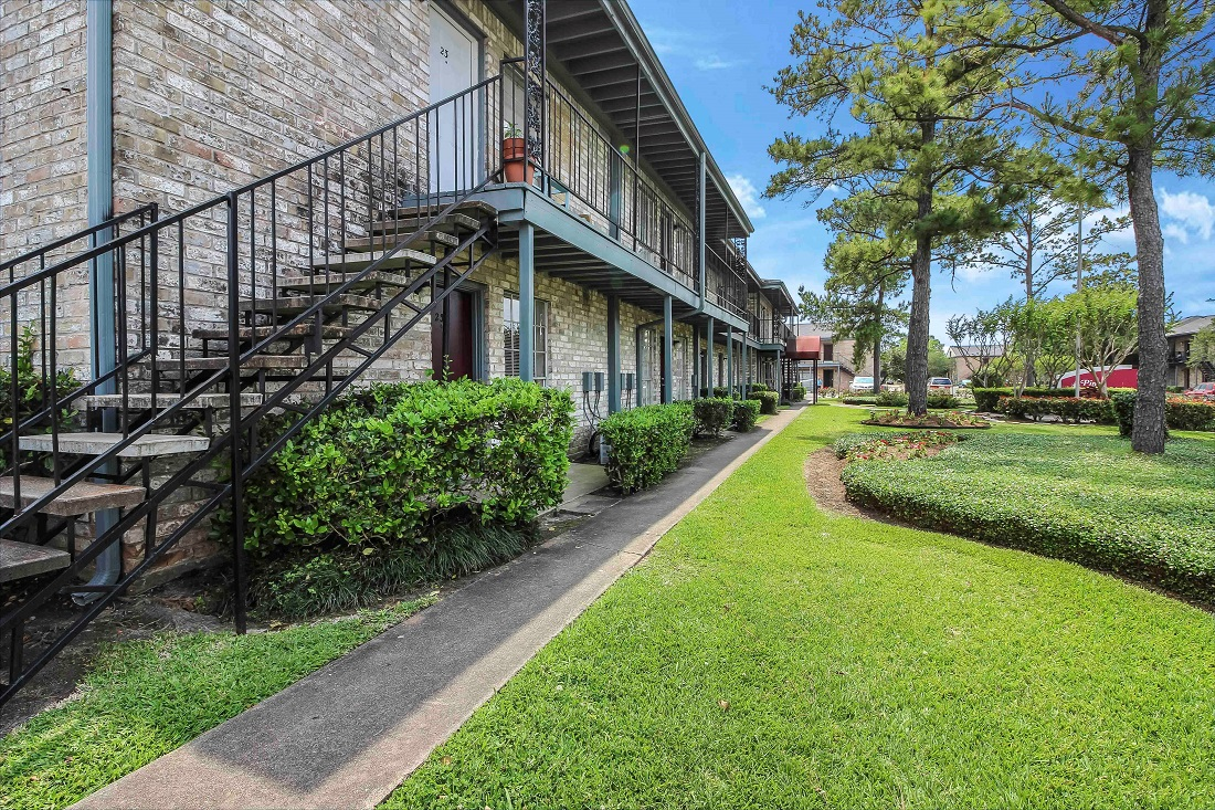 Lush Landscaping at Pine Terrace Apartments in Houston, Texas