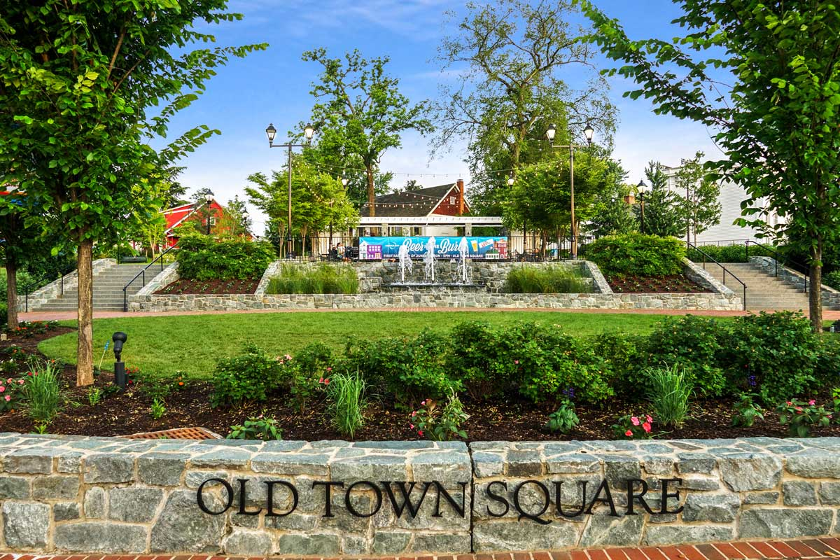 10 minutes to Old Town Square in Fairfax, VA