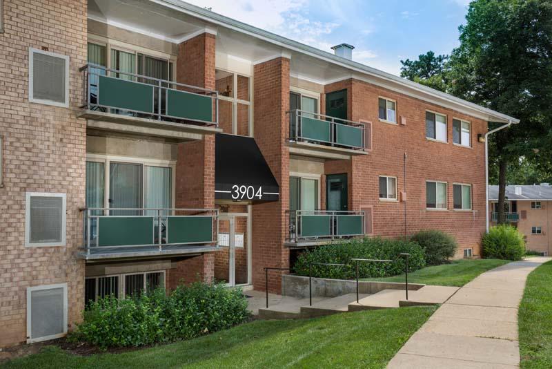 Studio, 1, 2 and 3-bedroom apartments at Pinewood Plaza Apartments in Fairfax, VA
