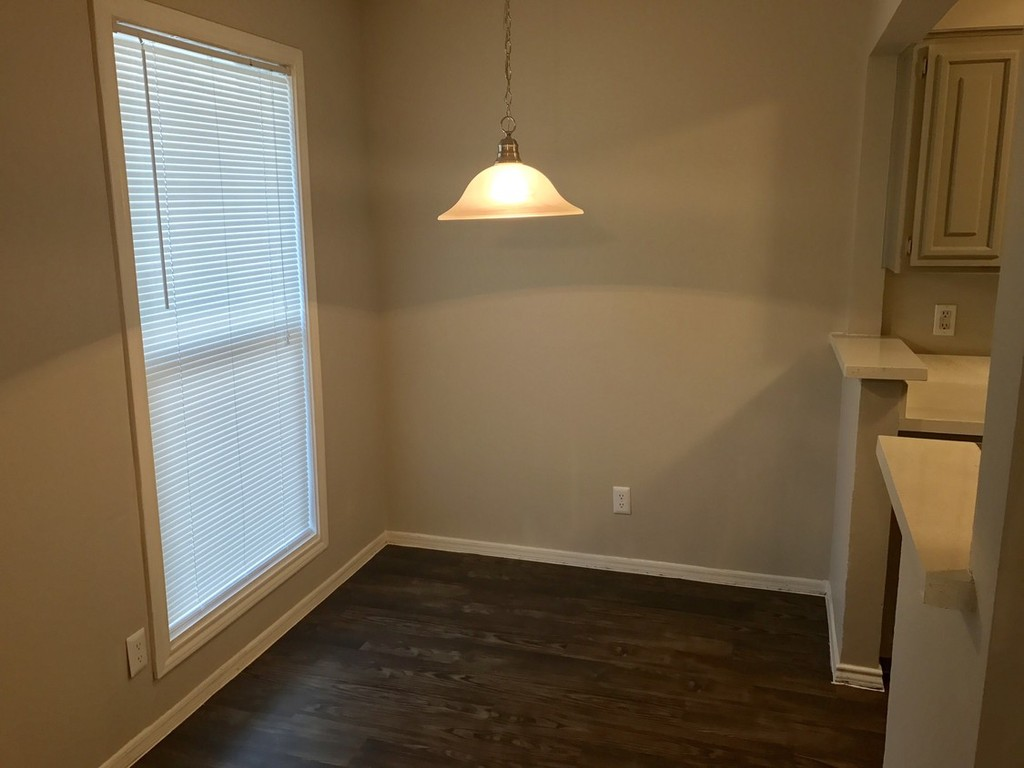 Open Dining Area at The Point on Redmond Apartments in College Station, TX