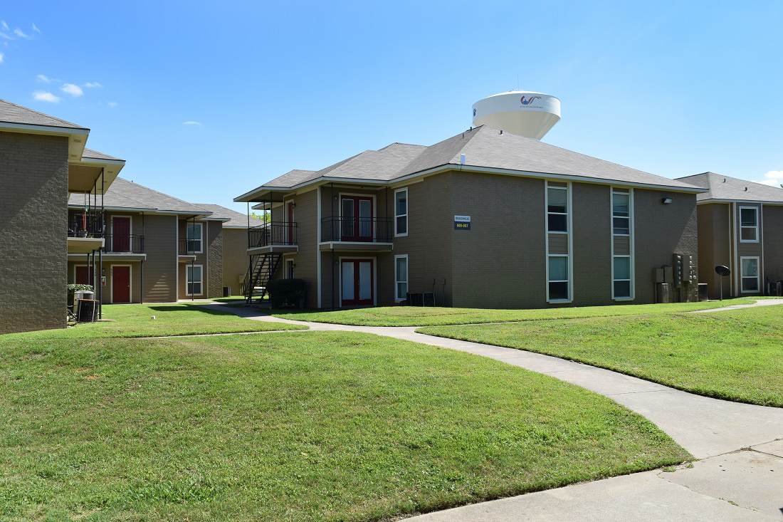 Walking Trails at The Point on Redmond Apartments in College Station, TX