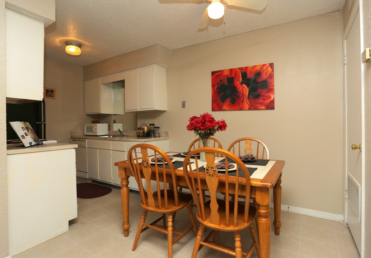 Dining Area at the Polo Club Apartments in Tulsa, OK