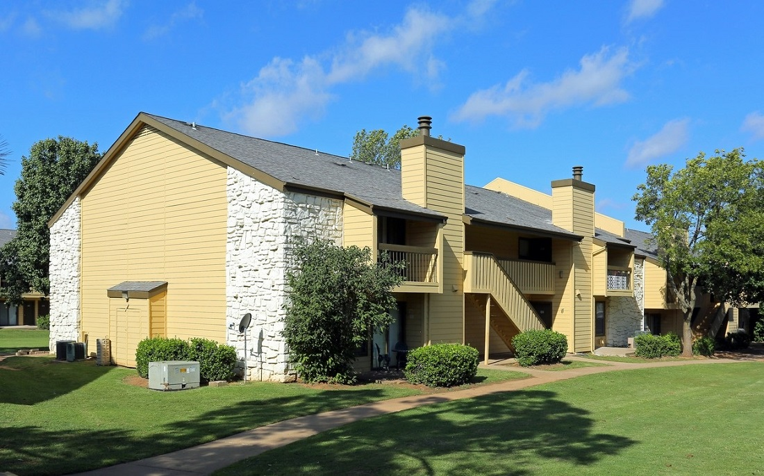 Exterior View at the Polo Club Apartments in Tulsa, OK