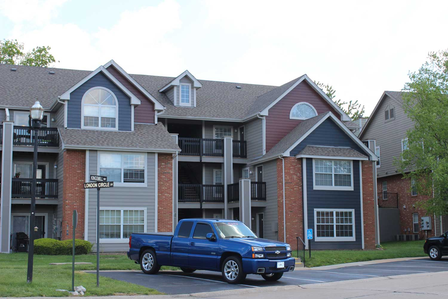 Apartments for Lease at Polo Downs Apartments in Fenton, MO