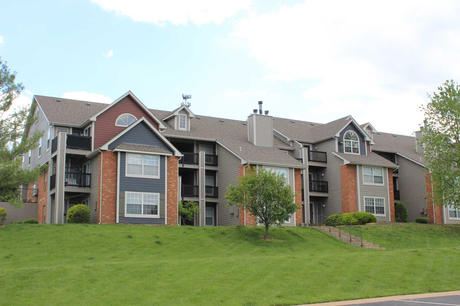 Apartments for Rent at Polo Downs Apartments in Fenton, MO