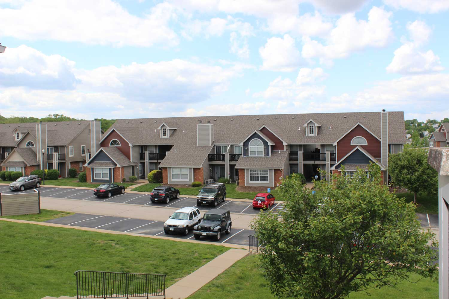 Exterior View at Polo Downs Apartments in Fenton, MO
