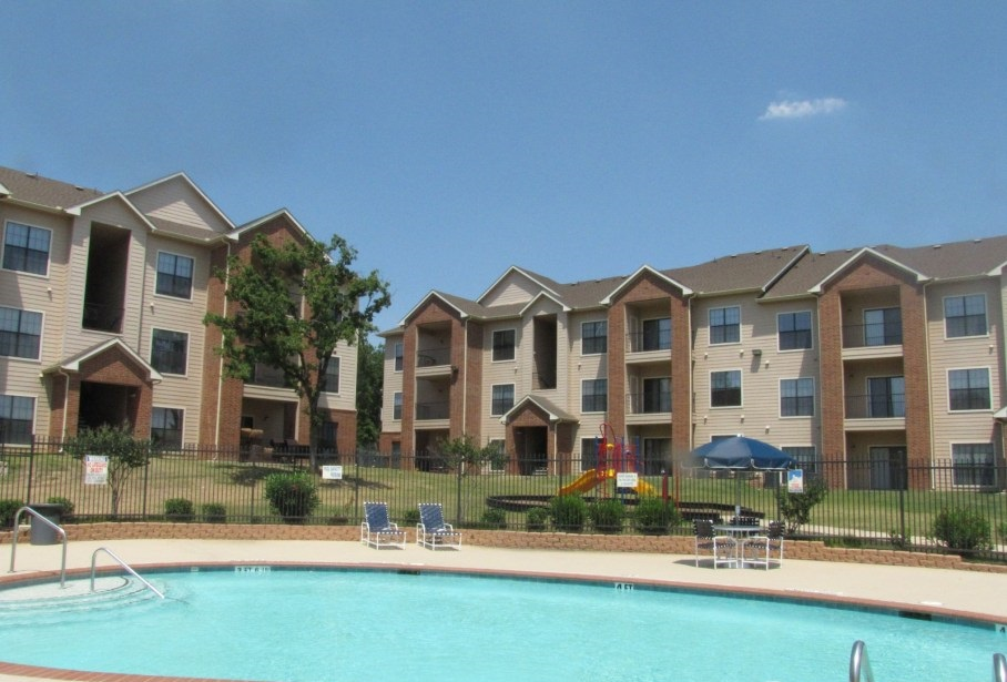 Sparkling Pool at the Post Oak East Apartments at Euless, TX