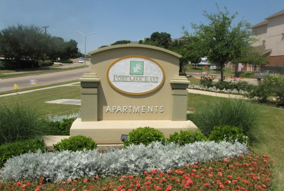 Signage at the Post Oak East Apartments at Euless, TX
