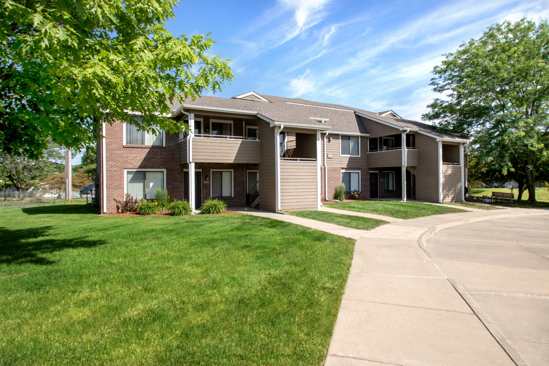 Lush Landscaping At Prairie West Apartments In Ames, IA
