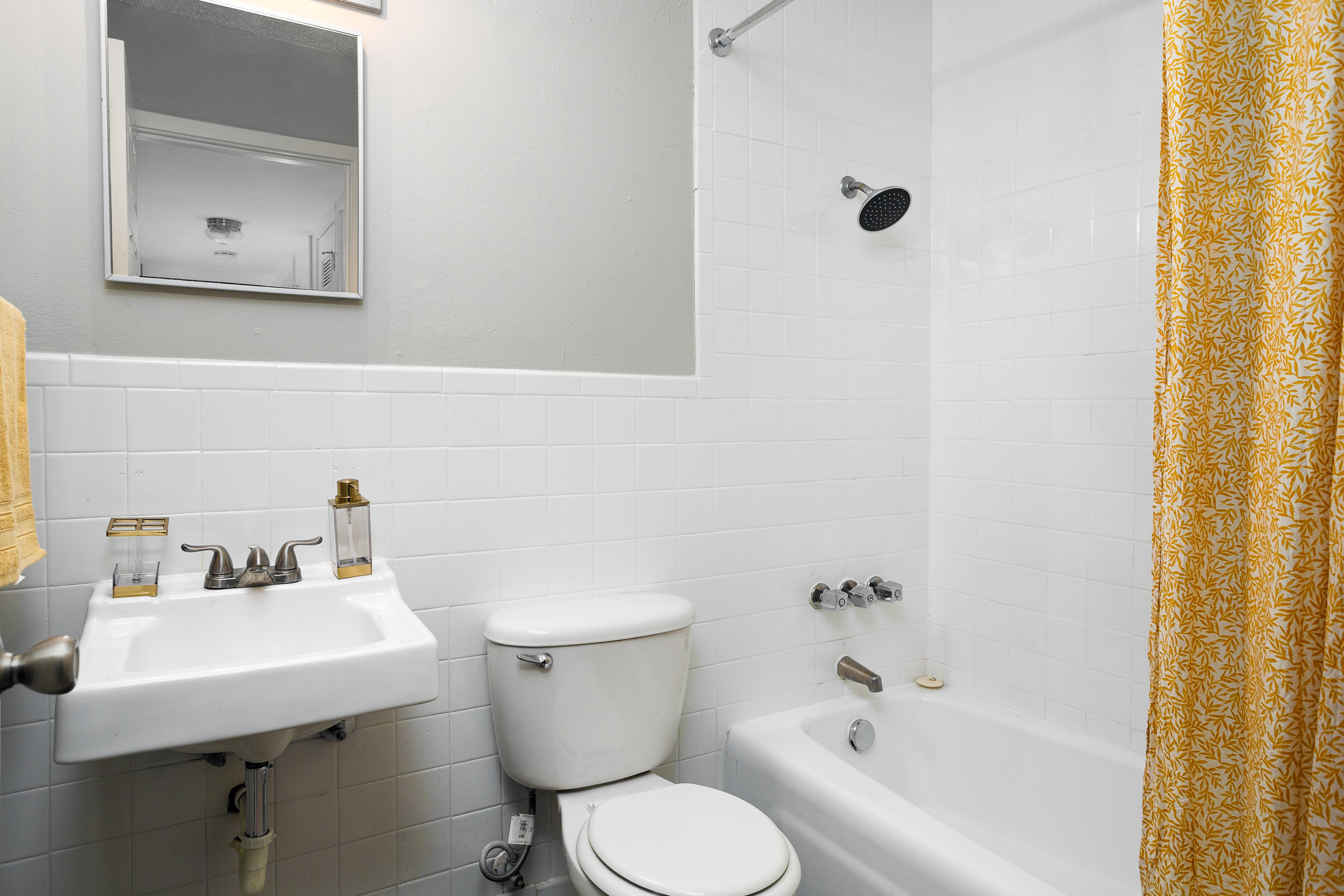 Tiled Shower and Bathtub at Presidio Flats Apartments in San Antonio, Texas