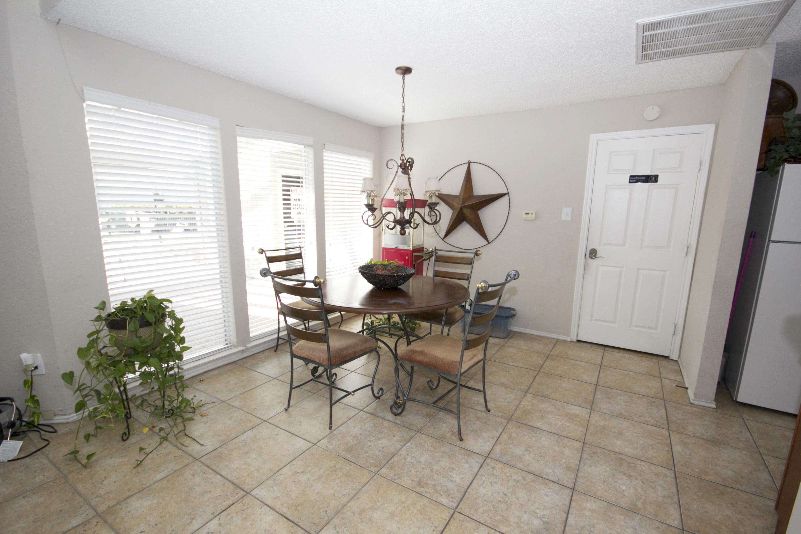 Open Community Spaces at Quail Ridge Apartments in Grand Prairie, Texas