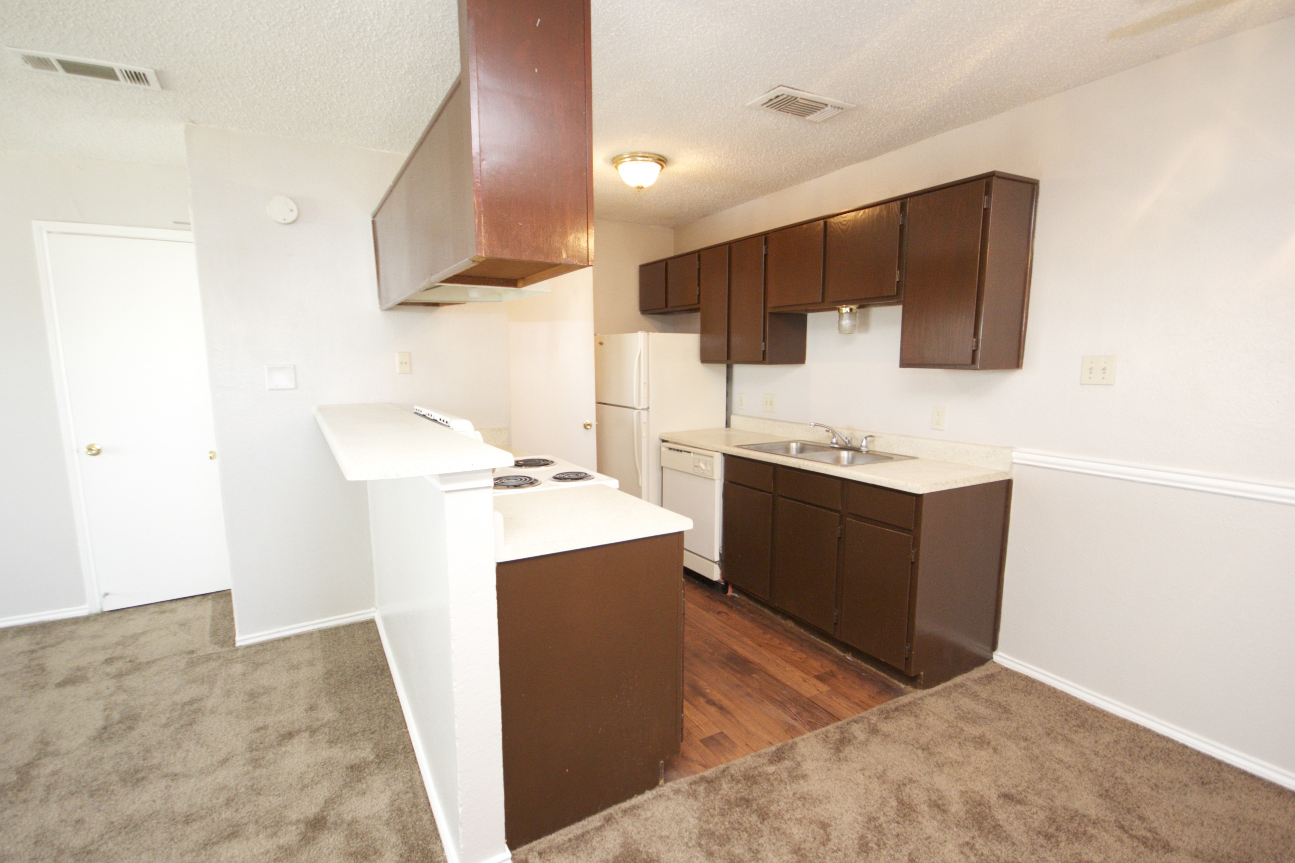 Fully-Equipped Kitchens at Quail Ridge Apartments in Grand Prairie, Texas