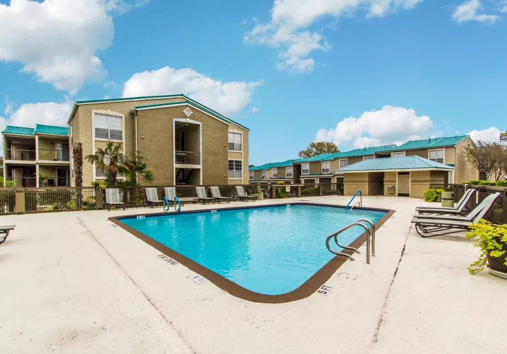 Sparkling Swimming Pool at Joule Apartments in San Antonio, Texas