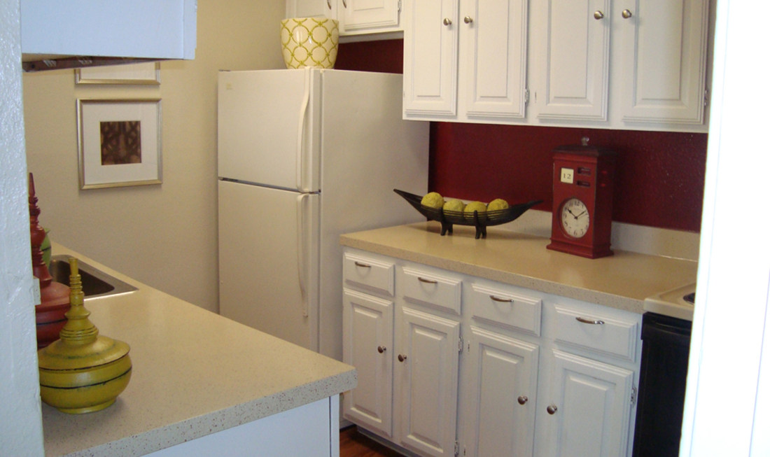 Fully-Equipped Kitchen at Regal Crossing Apartments in Dallas, Texas