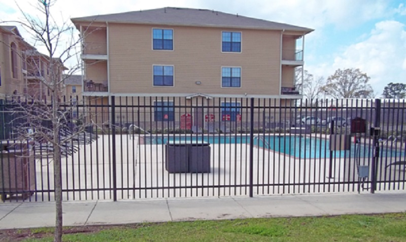 Pool Lounge Area at Reserve at Jefferson Crossing Apartments in Baton Rouge, LA