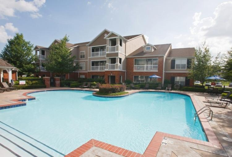 Sparkling Pool at the Reserve At Steele Crossing in Fayetteville, AR