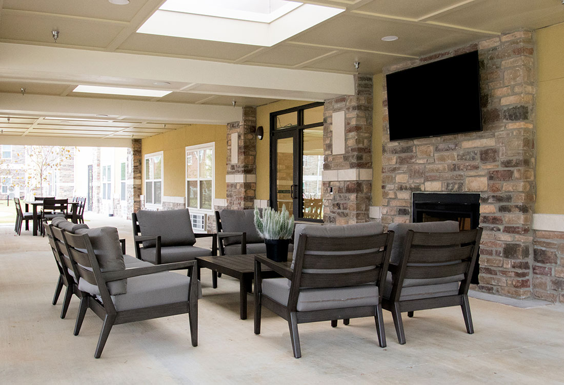 Community Patio Area at the Residence of Arbor Grove - Apartments in Arlington, TX