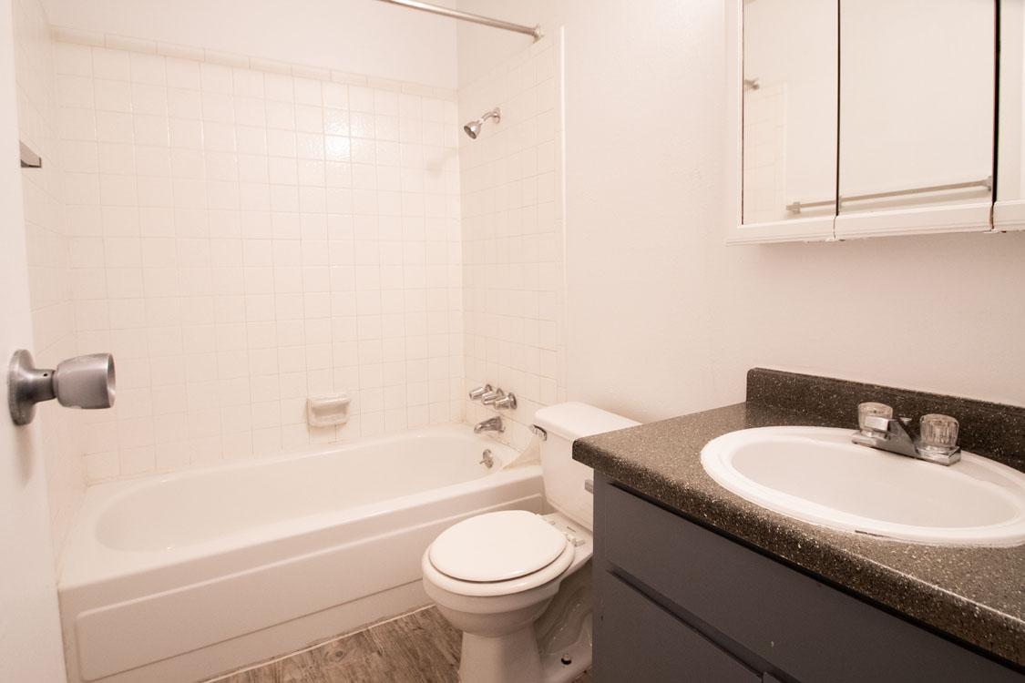 Full-Size Bathrooms at Riatta Ranch Apartments in Abilene, Texas