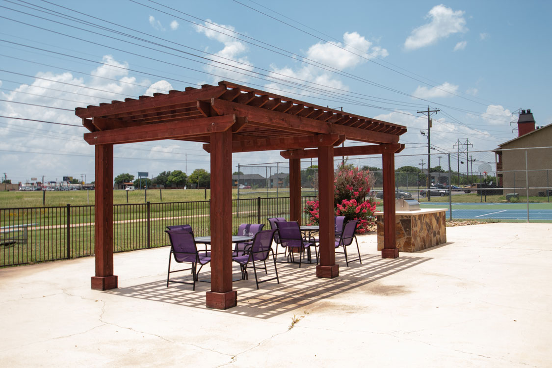 Outdoor Grilling Station and Picnic Area at Riatta Ranch Apartments in Abilene, Texas