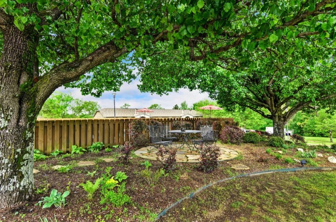 Lush Landscaping at Ridgewood Apartments in Hot Springs, Arkansas