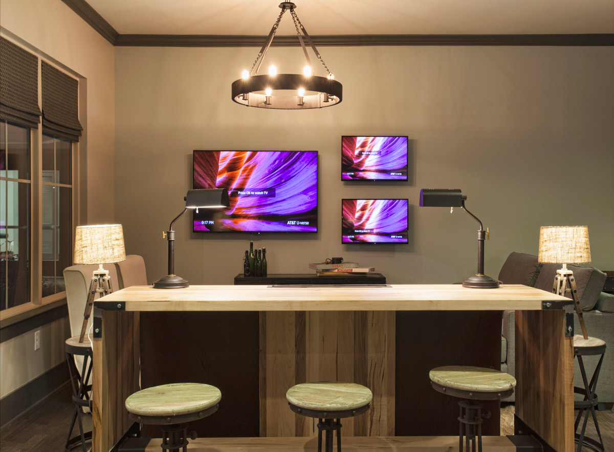 Convenient Cyber Cafe at Riverhouse Apartments in Little Rock, Arkansas