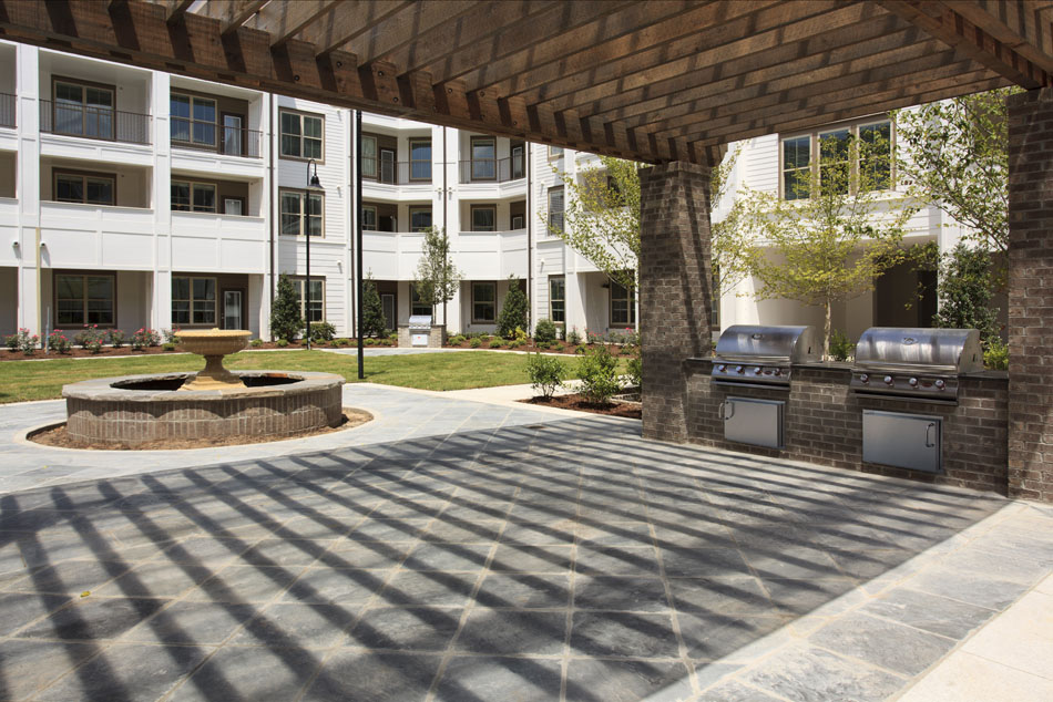 Outdoor Community Space at Riverhouse Apartments in Little Rock, Arkansas