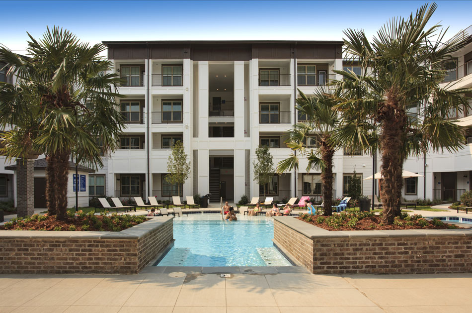 Luxury Swimming Pool at Riverhouse Apartments in Little Rock, Arkansas
