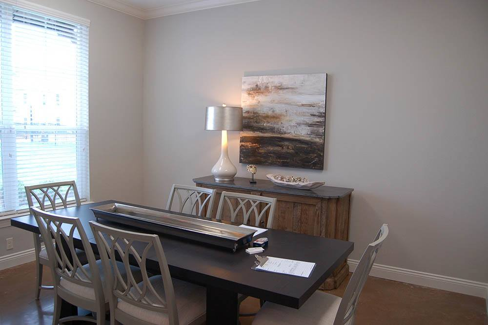 Dining Area at RiverScape Apartments in Shreveport, Louisiana