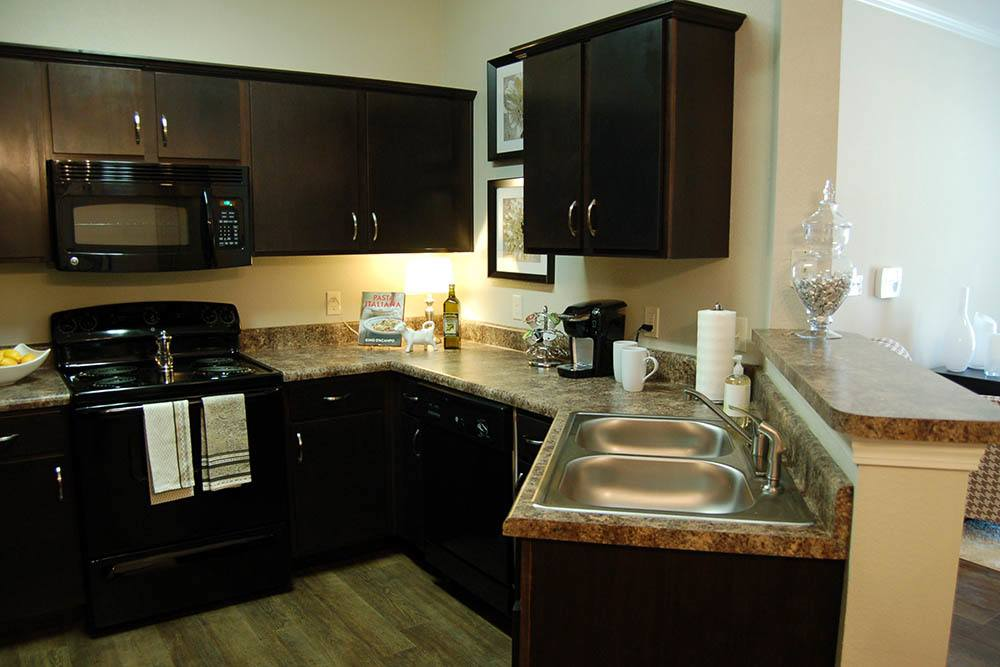 Fully Equipped Kitchen at RiverScape Apartments in Shreveport, Louisiana