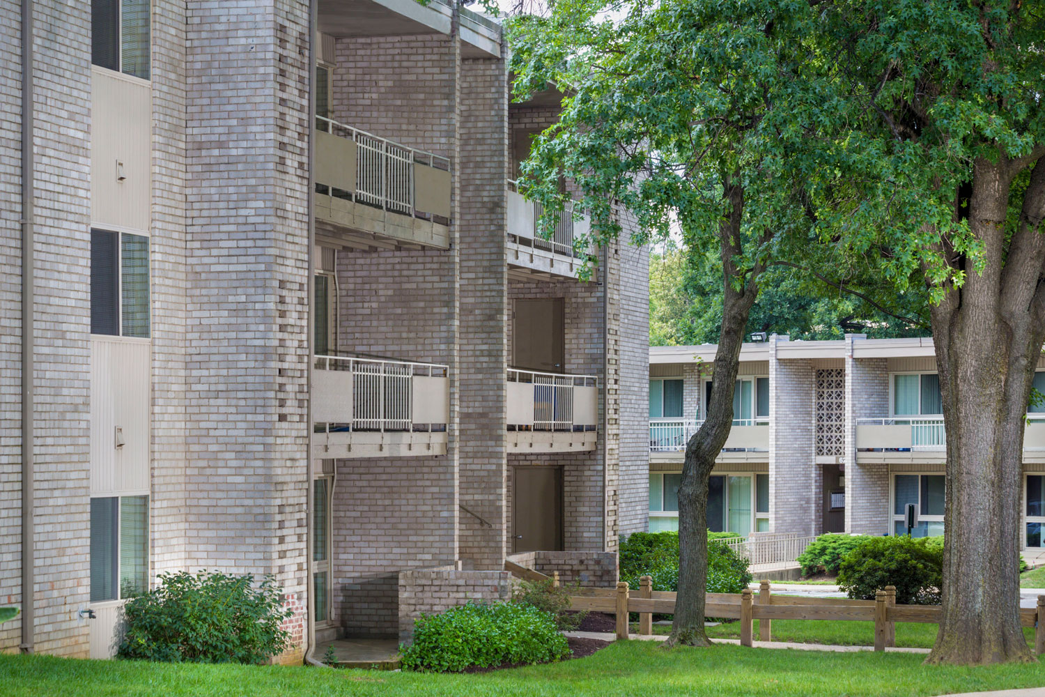 1, 2 and 3 bedroom apartments at Riverside Plaza Apartments in Oxon Hill, MD