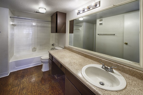 Oak Floor Plan Bathroom