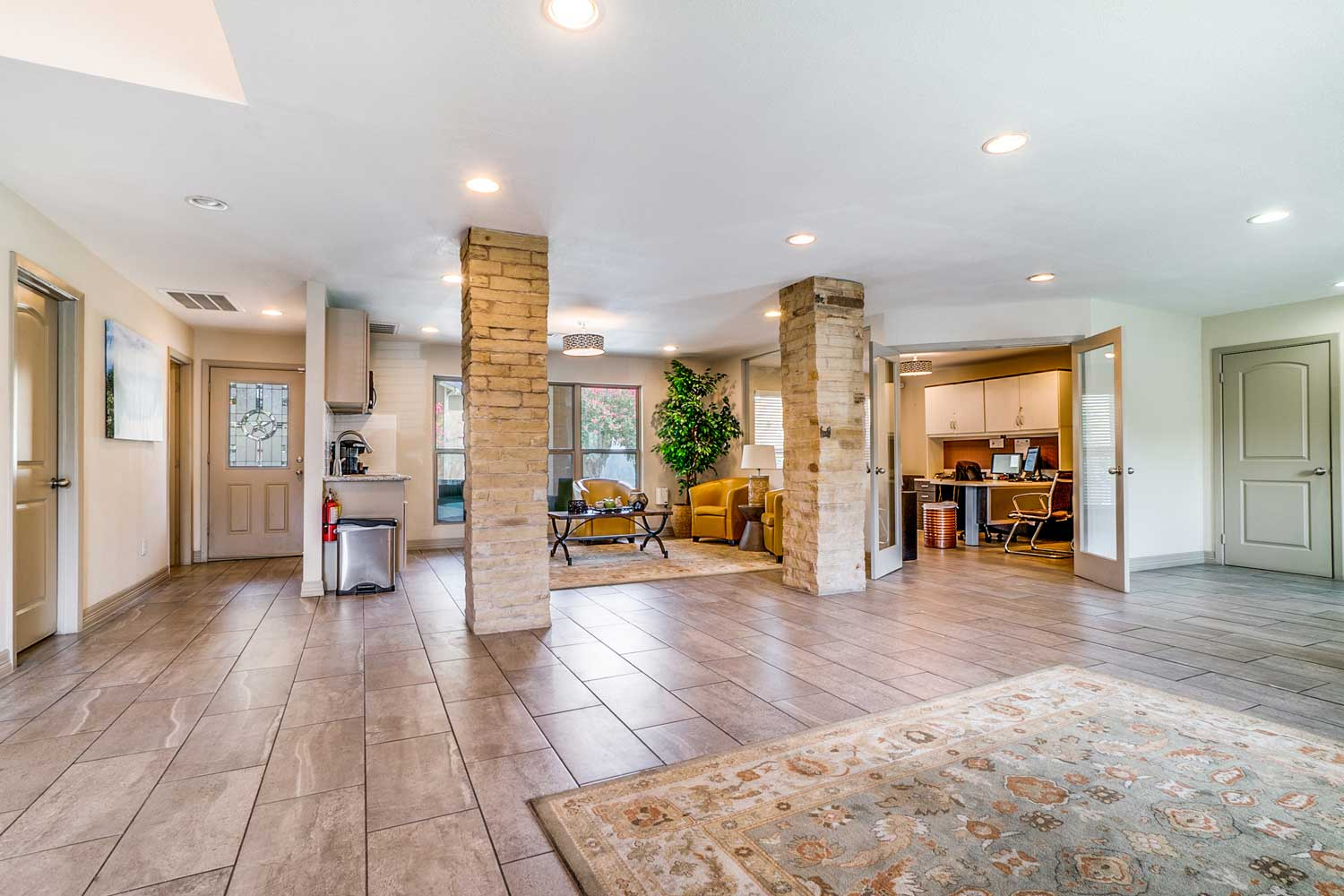 Clubhouse at Riviera Apartments in Dallas, Texas