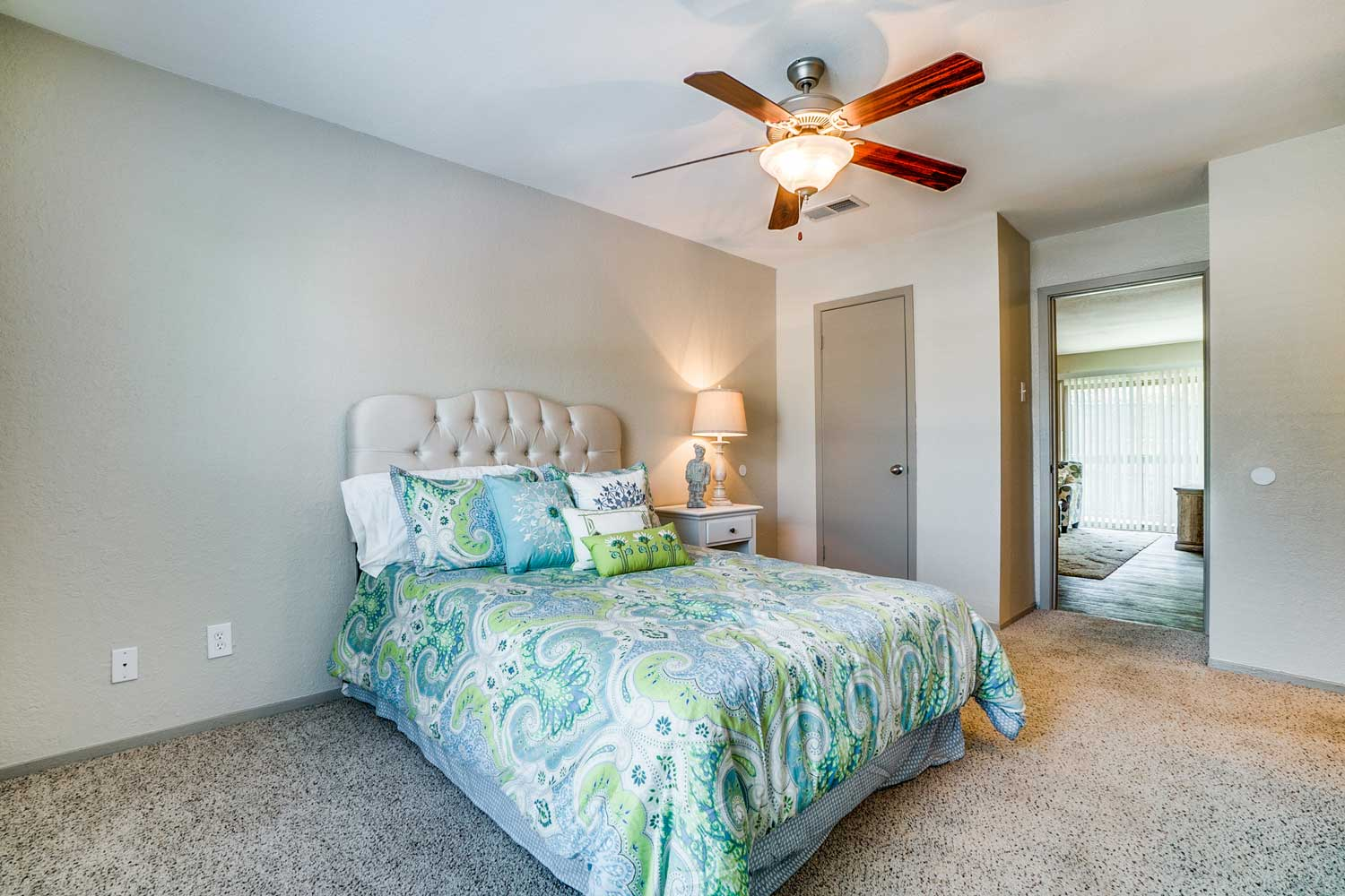 Spacious One and Two-Bedroom Floor Plans at Riviera Apartments in Dallas, Texas