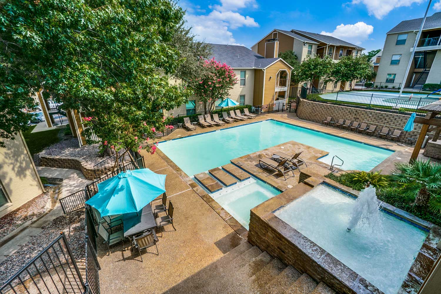 Jacuzzi at Riviera Apartments in Dallas, Texas