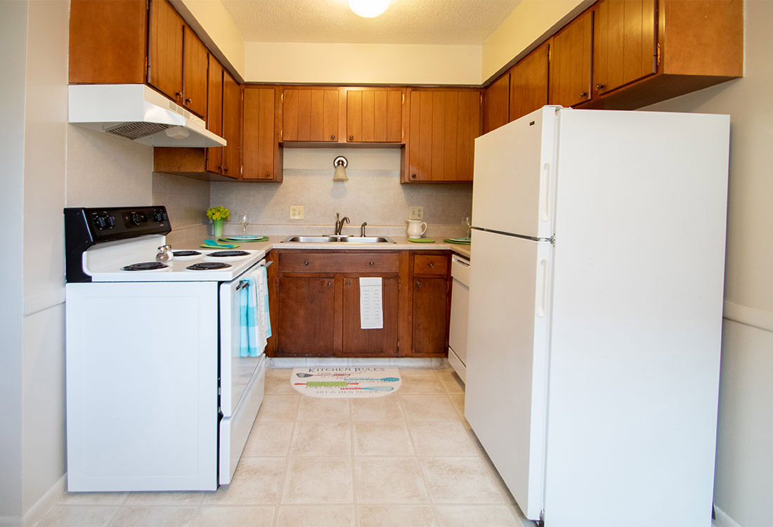 Fully Equipped Kitchen at Pinehill Park Apartments in Bellevue, NE