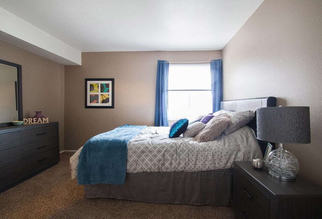 Large 1-Bedroom Apartments at Royalwood Apartments in Omaha, Nebraska