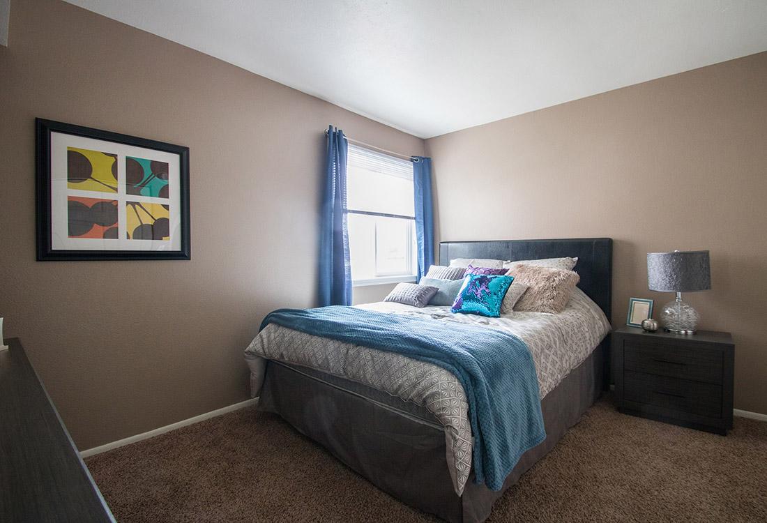 Large 2-Bedroom Apartments at Royalwood Apartments in Omaha, Nebraska