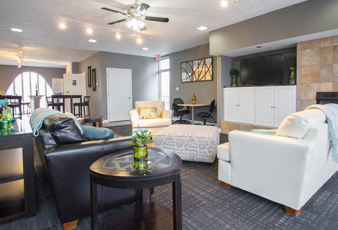 Luxury Clubhouse at Royalwood Apartments in West Omaha, Nebraska