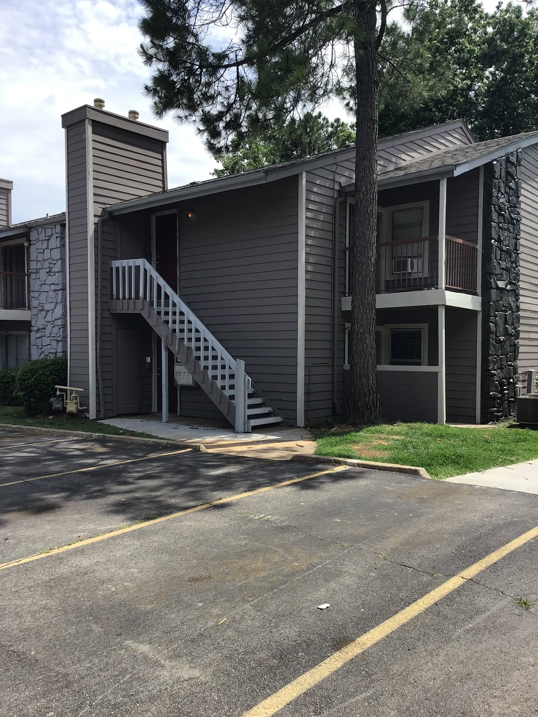 Apartments for Lease at Rustic Woods Apartments in Tulsa, Oklahoma