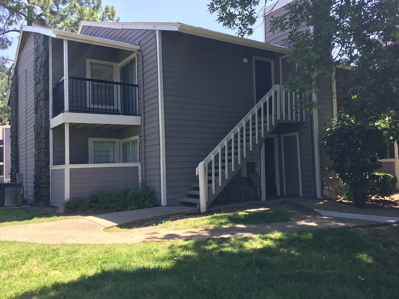Two Bedroom Apartments at Rustic Woods Apartments in Tulsa, Oklahoma