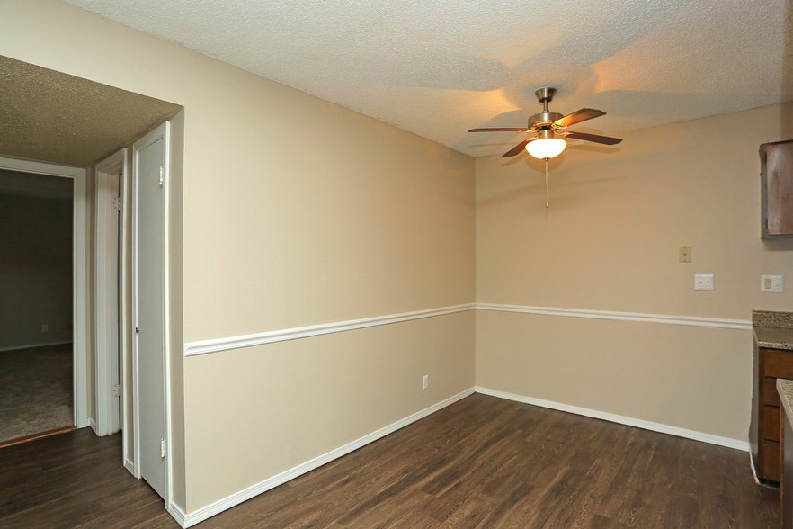 Two-Tone Walls at Rustic Woods Apartments in Tulsa, Oklahoma