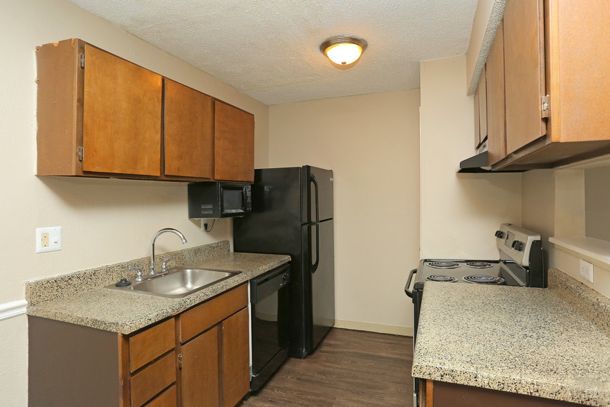 Ample Kitchen Storage at Rustic Woods Apartments in Tulsa, Oklahoma