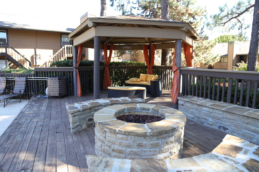 Outdoor Entertainment Area at Rustic Woods Apartments in Tulsa, Oklahoma