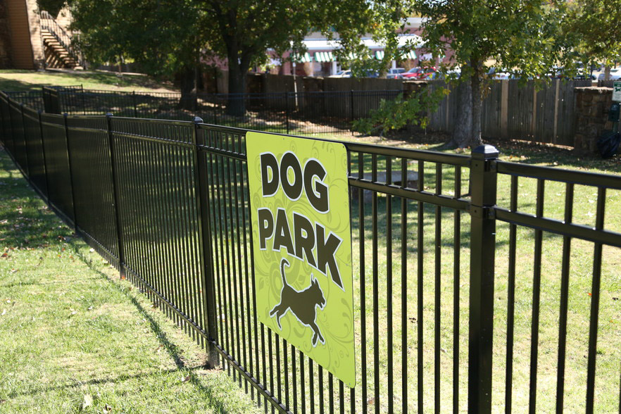 Pet-Friendly Apartments in Tulsa at Rustic Woods Apartments in Tulsa, Oklahoma