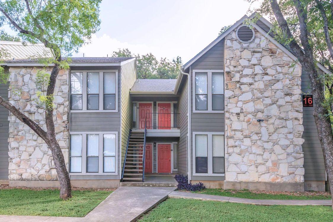Exterior View at Salado Crossing Apartment Homes in San Antonio, TX